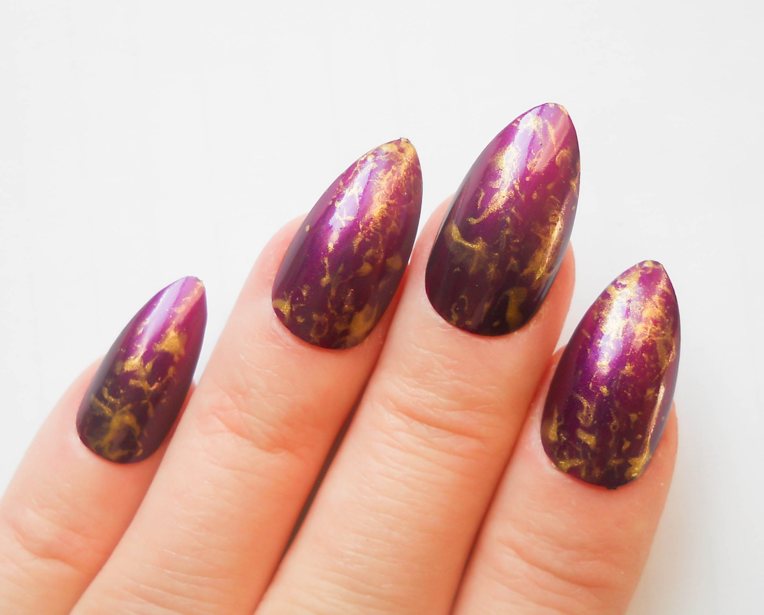 marble nails - gold detail
