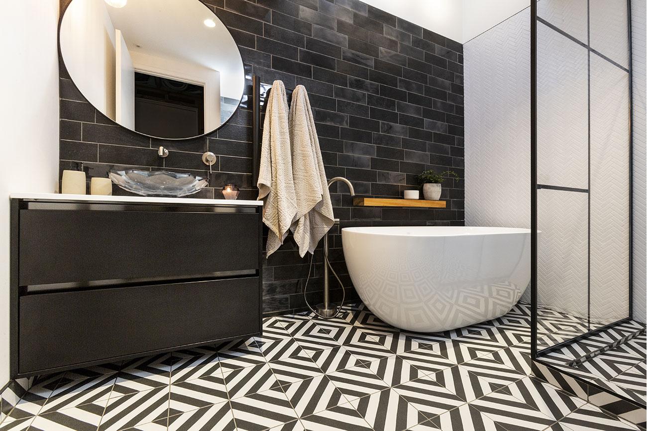 Luxury Bathroom Contrast design ideas