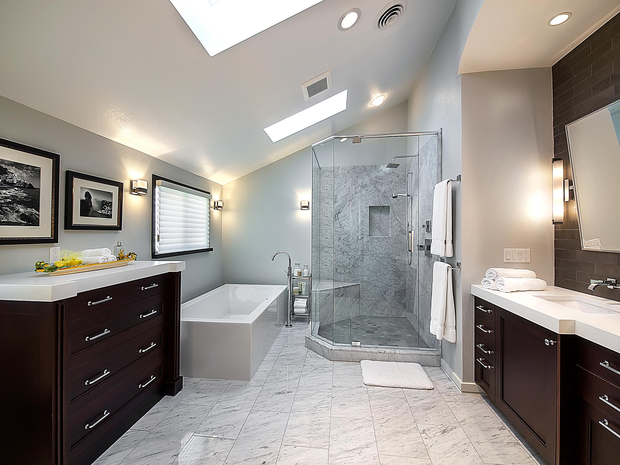 Transitional contrast Bathroom design idea for you ELC