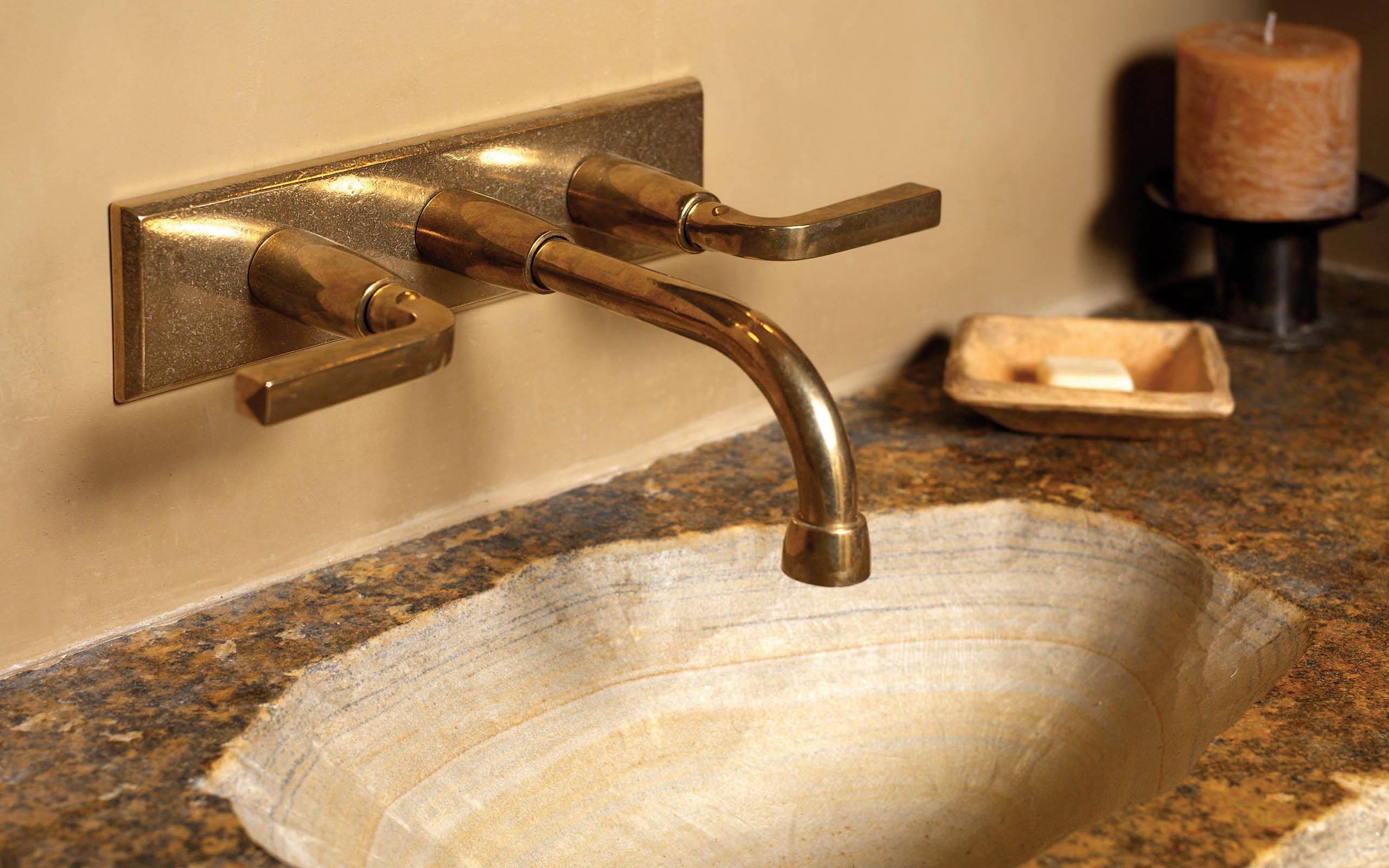 Wall Mount Faucet With Rectangular Escutcheon - design