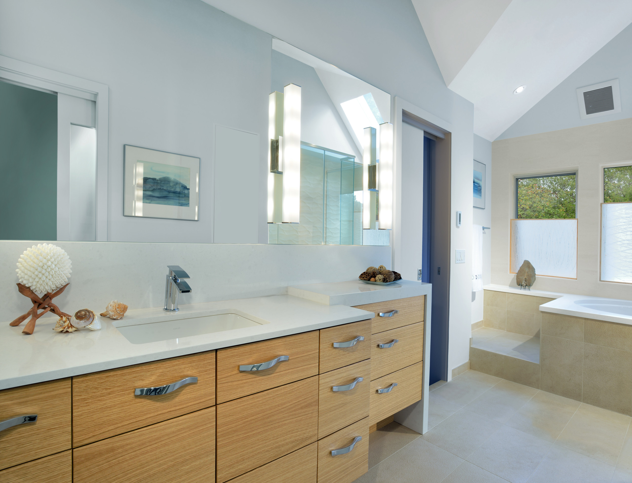 matching faucets with bathroom - simple